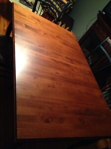Dinning table in mint condition