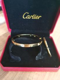 C woman diamonds gold bracelet
