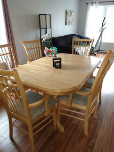 Set de cuisine en bois massif 6 chaises capitaines