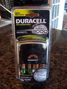 Duracell ION SPEED 8000 Professional Charger, Includes 2 AA 2AAA