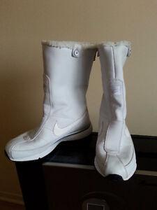 Bottes blanches marque Nike semelle air