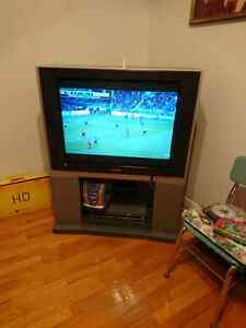 32 inch Toshiba TV and TV stand