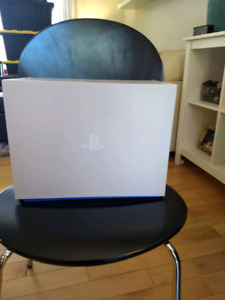 Virtual Reality PS4 Add-on - Hardly Used