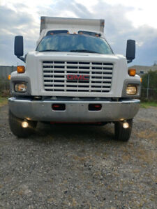 2005 GMC Expedite Straight Truck For Sale - safety Certified