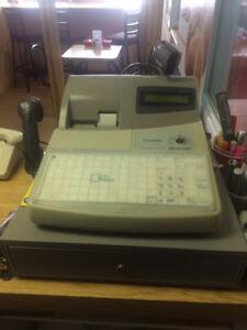 Caisses enregistreuses avec scanneurs