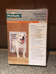 Petsafe Aluminum Medium Pet Door
