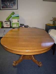 Antique tiger oak dining table set with claw feet (9 pieces)