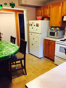Bright, Spacious 2 Bedroom Apartment available Oct 1st!!