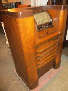 IMPRESSIVE FLOOR RADIO FROM ESTATE