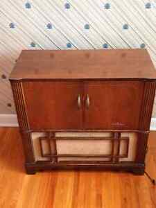 Early 50's Viking Record Player w/ Am Radio