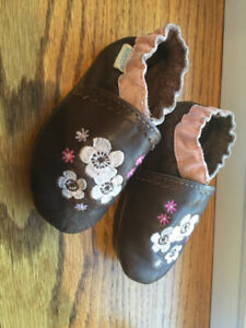 Robeez fille 18-24 mois - girl 18-24 months
