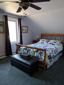 Large, Clean, Quiet Queensized Bedroom for rent - All inclusive!