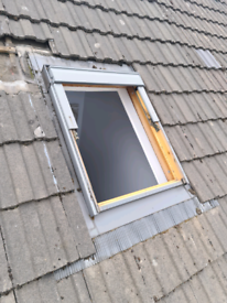 Used 78cm x 98cm velwux window (tile flashing)