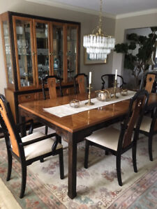 Beautiful Thomasville Dining Room Set For Sale