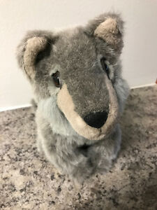 S6 - Grizzly Productions Stuffed Sitting Wolf