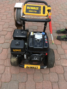 3800 psi DeWalt Pressure Washer Honda engine