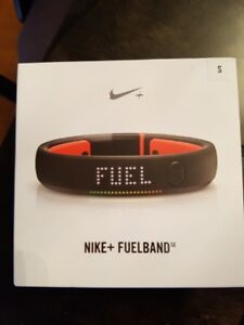NIKE FUEL BAND ....NEW