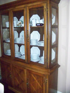 Dining Room Suite, includes hutch & buffet, 5 1/2 tble, 8 chairs