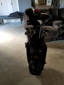 Complete golf set with tees and balls