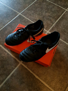 Nike soccer cleats size 6