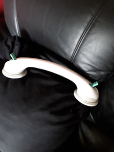 Suction cup assist handle