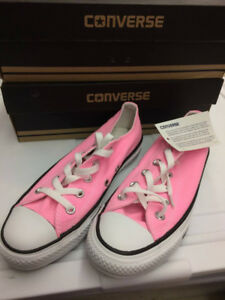 2 pairs of women's converse