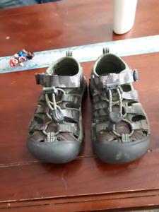 Keen size 9 sandals new condition