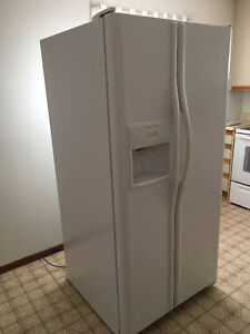Frigidaire Side by Side White w Ice Maker