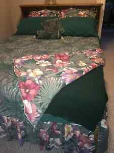 Complete Matching Queen Size Bedding Set c/w Curtains & Rod
