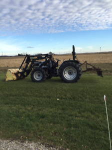 AGCO WHITE 4x4  - 45 PTO HP TRACTOR with LOADER