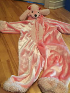 Costume de caniche rose pour l'halloween