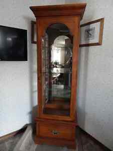 BEAUTIFUL 3-SIDED GLASS CURIO DISPLAY CABINET