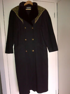 Manteau Noir en laine vierge pure /Black coat pure virgin wool