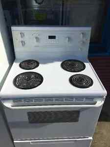 FULL SIZE STOVE OVEN RANGE WHITE COLOR-------------WITH WARRANTY