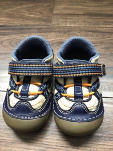 Boys Stride Rite Runners - Like new  - Toddler size 4