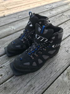 Mens size 10 Cross Country Ski Boots- Worn twice!
