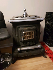 Parlour style wood stove