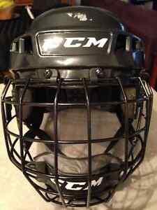 Hockey/skating helmet West Island Greater Montréal image 1