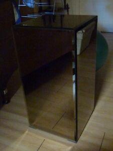 Bevelled Mirrored Pedestal