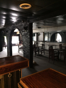 BAR & GRILL / PUB Restaurant with LLBO Licence for LEASE
