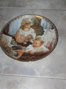 BEAUTIFUL DECORATIVE COLLECTOR'S WALL-HANGING PLATE