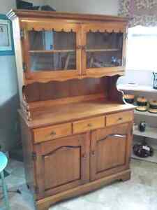 Roxton Hutch in mint condition