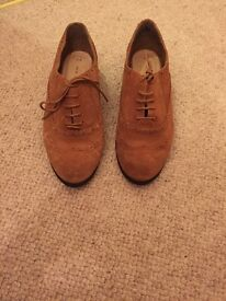 Newlook brown lace up brogues size 6.