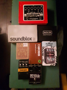 Lots d'effets . / Effects pedals to sell