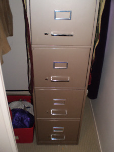 Steel 4-drawer filing cabinet in excellent condition