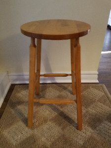 BEAUTIFUL SOLID WOOD STOOL - GREAT CONDITION!