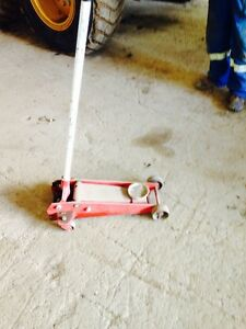 Used Cat 140H seat and floor Jack