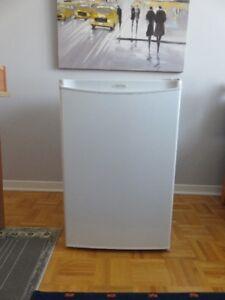 Réfrigérateur avec petit congélateur