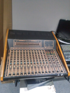 Peavey xr1200 powered pa mixer