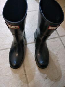 Hunter short rain boots size 9